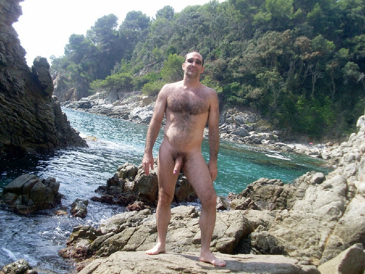 naked men beach