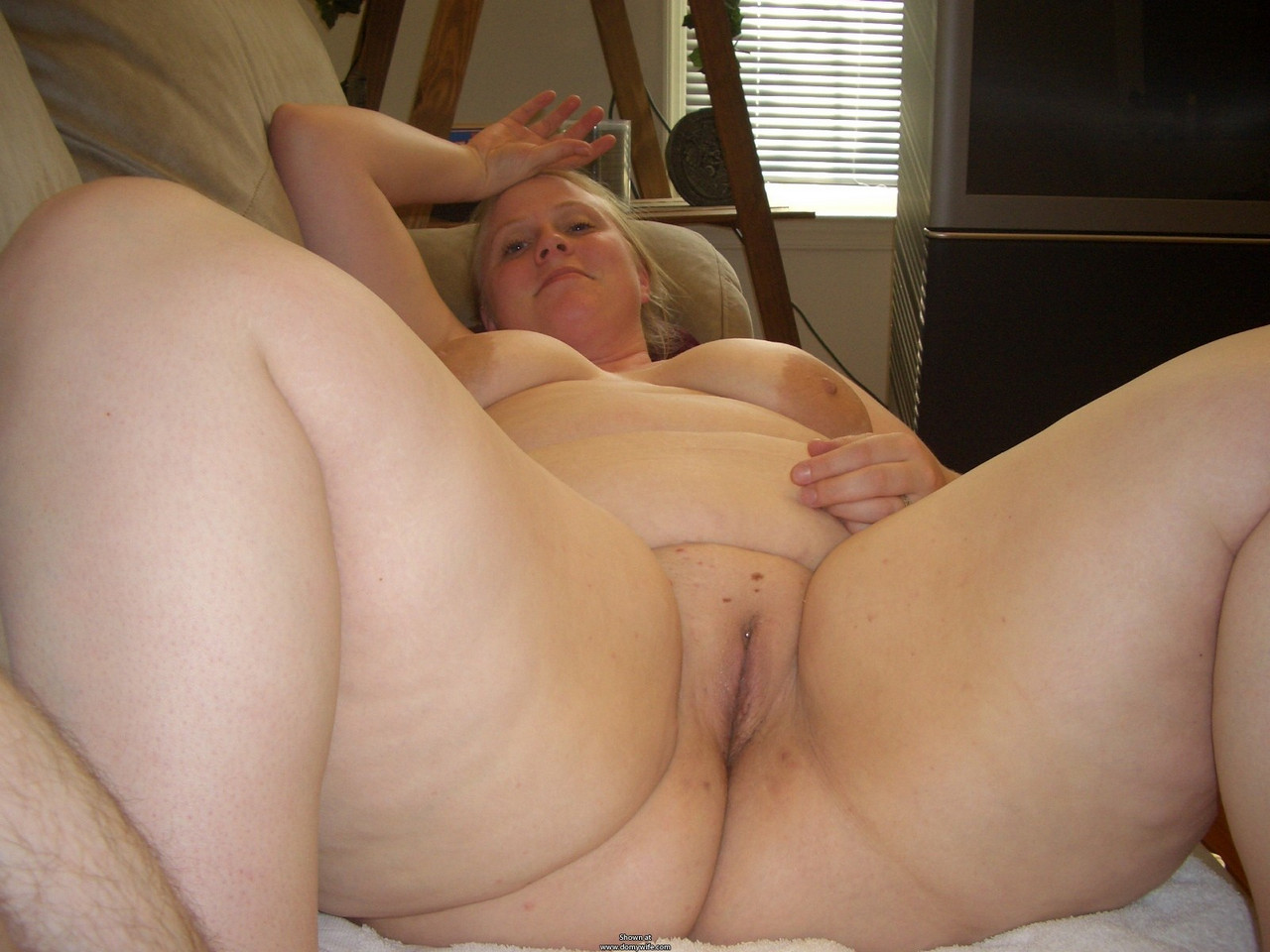 Men sexing old lades