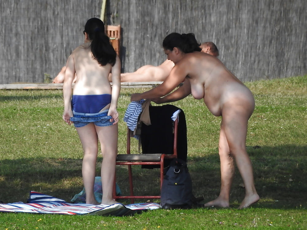 mother daughter nudism