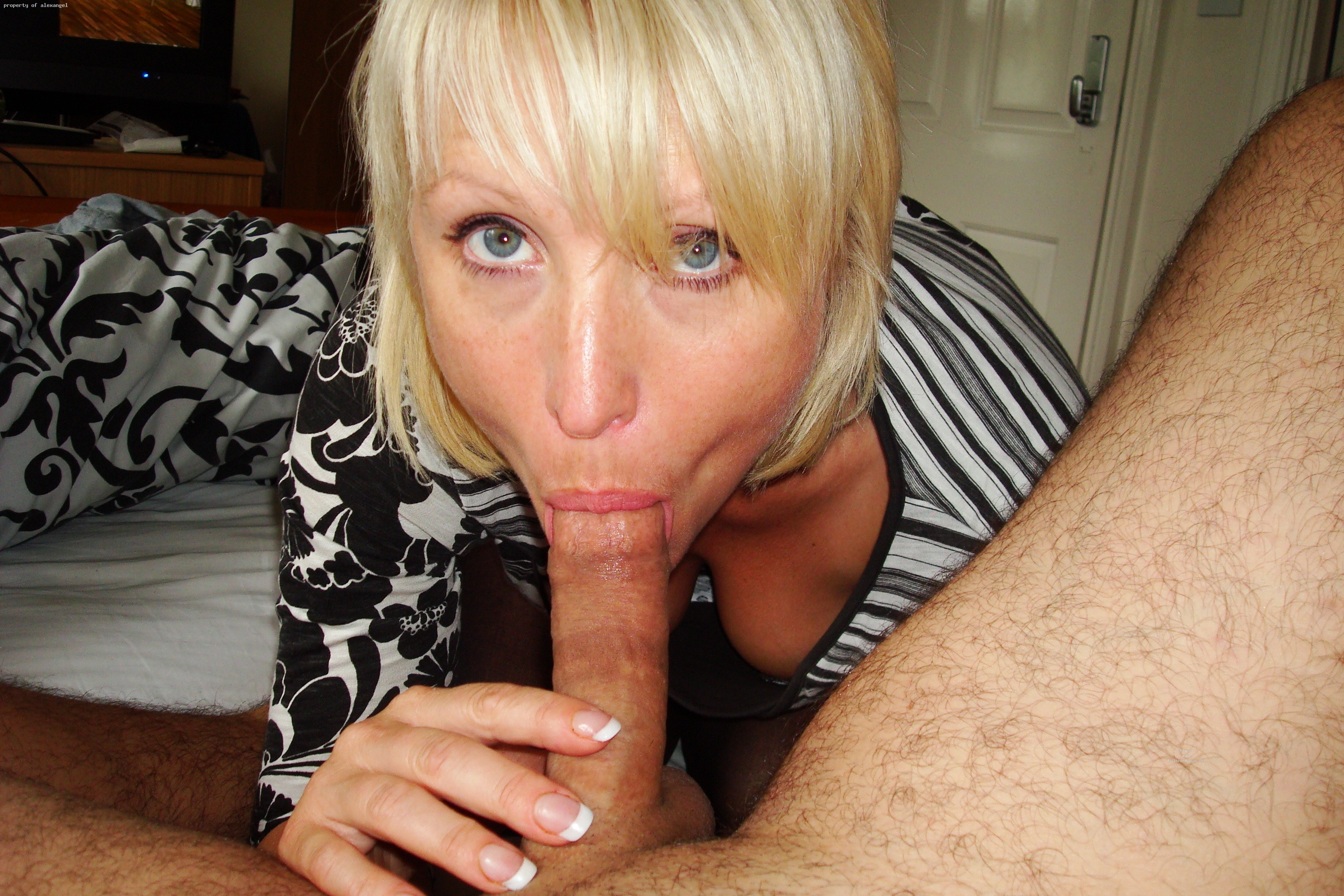 Mom having sex with sons friend