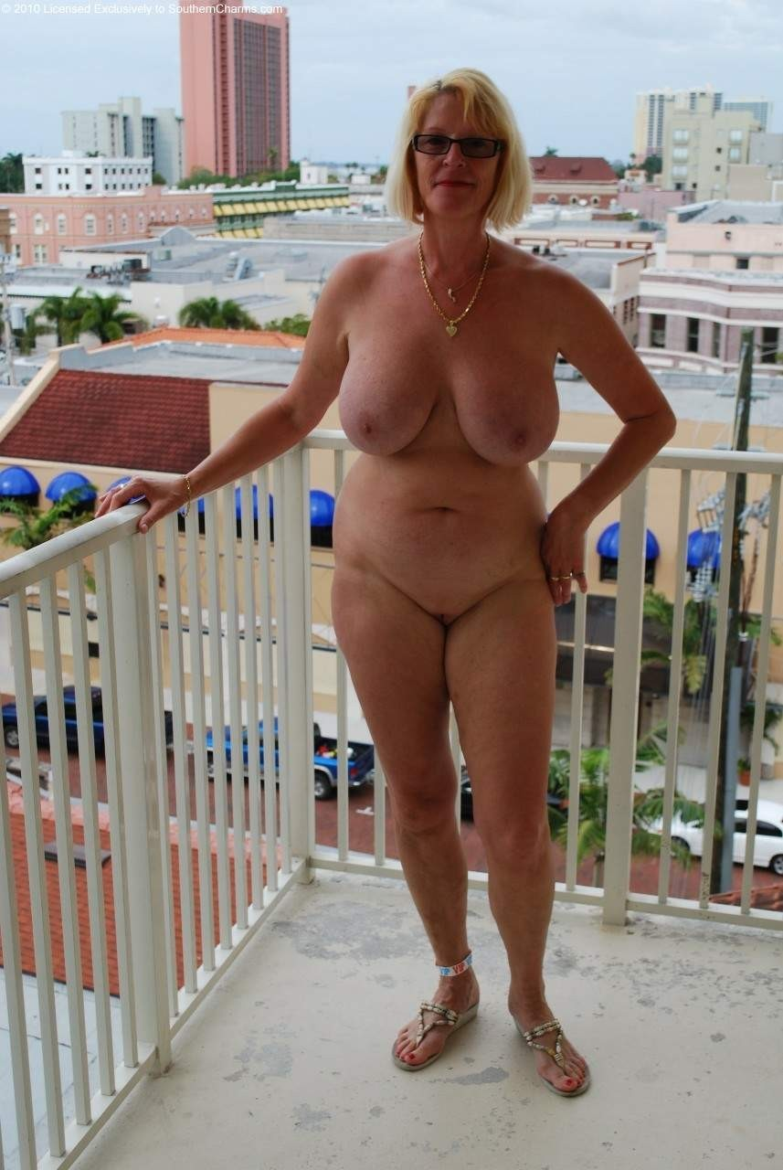 Hot mom sexting nude pic