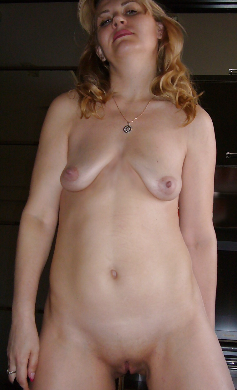 Figur tiny empty tits nipples Paylin&#039