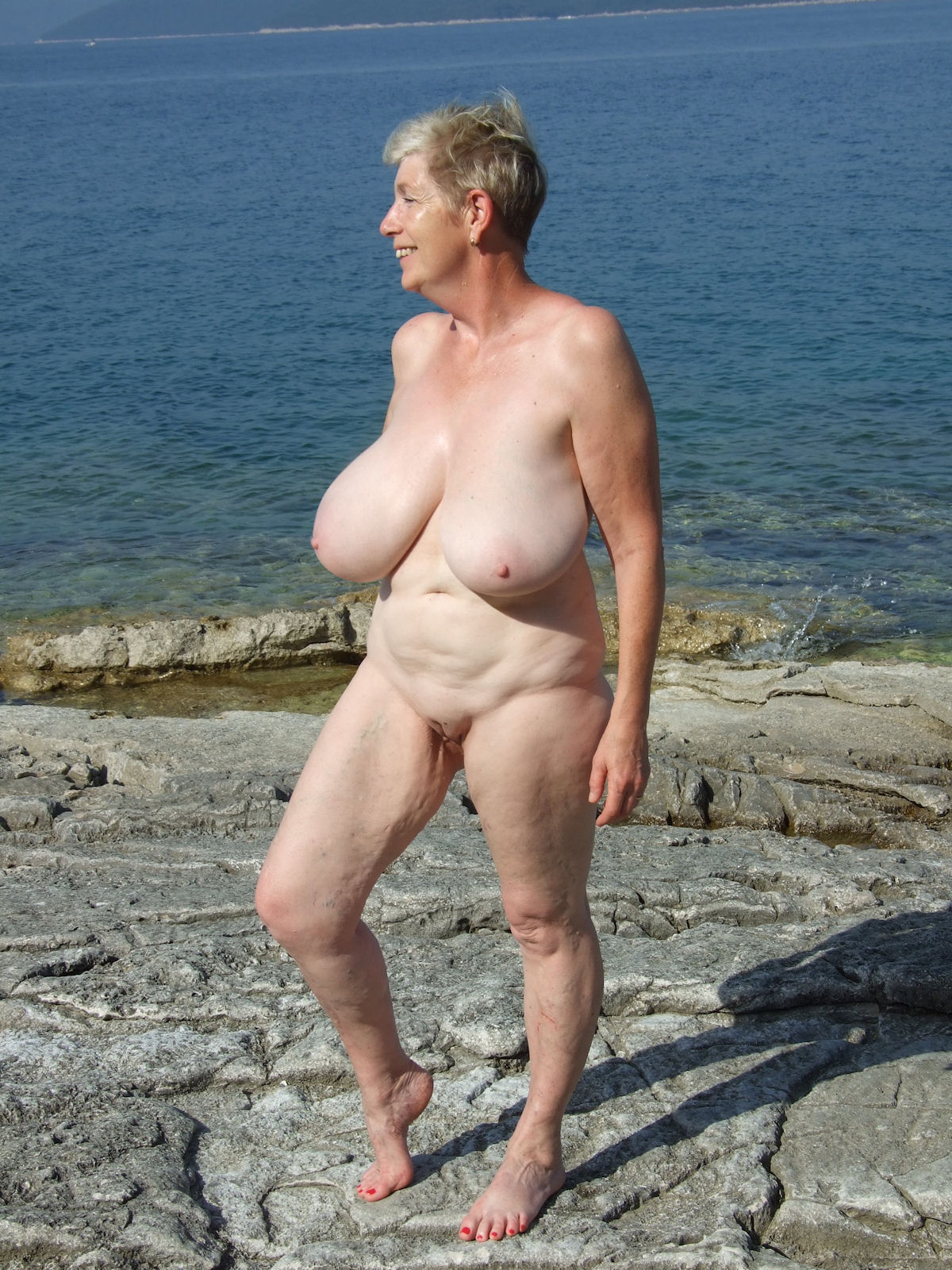 very old topless ladies pics