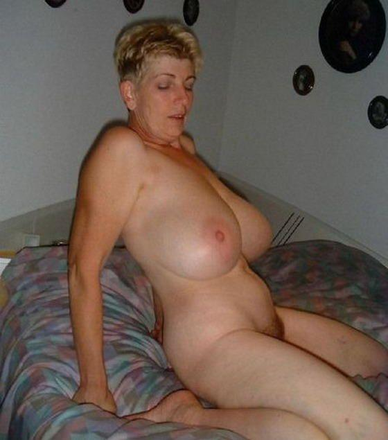 Super busty amateur titty fucking with glass dildo 3