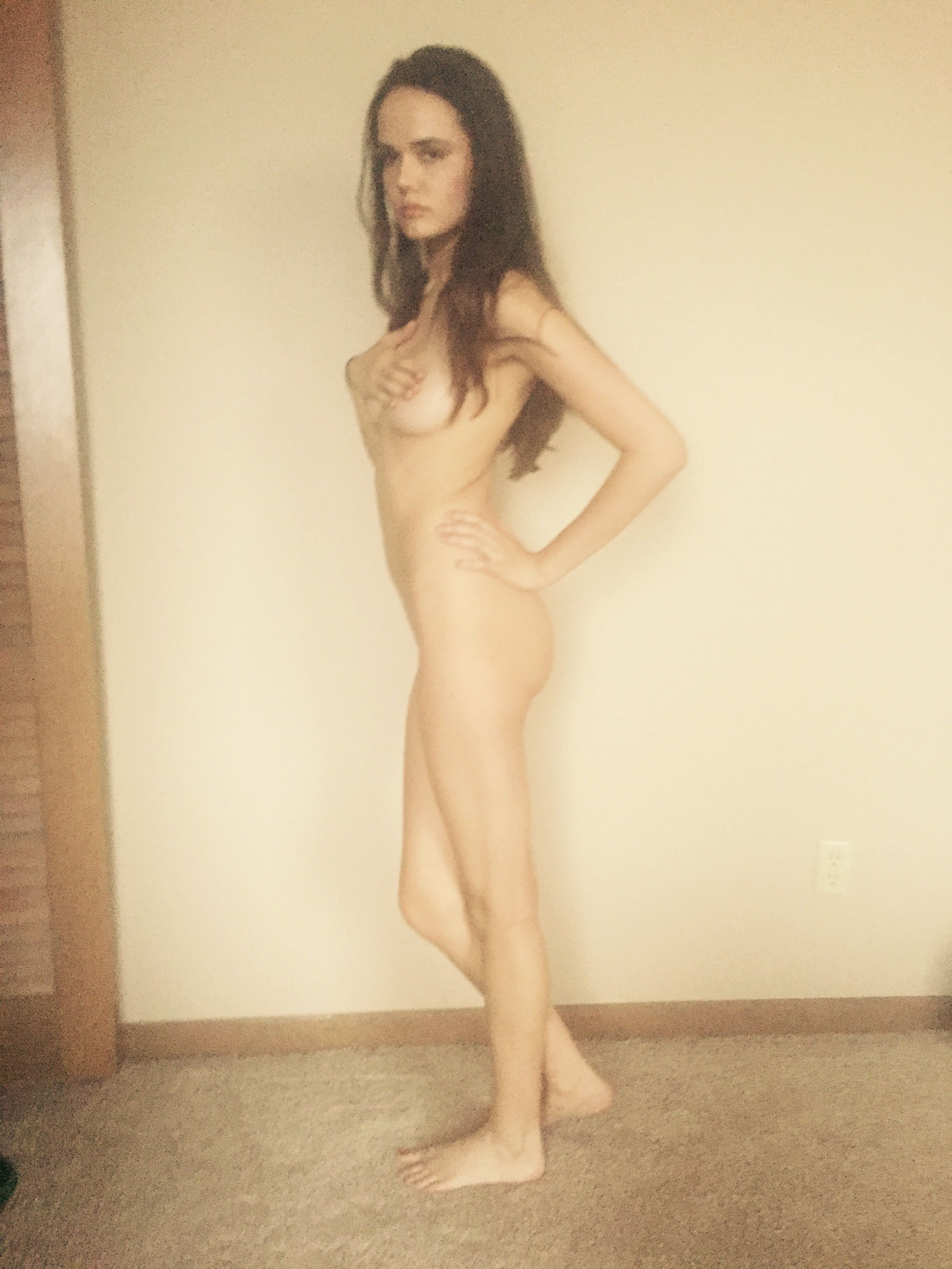 Sexi nude petite young