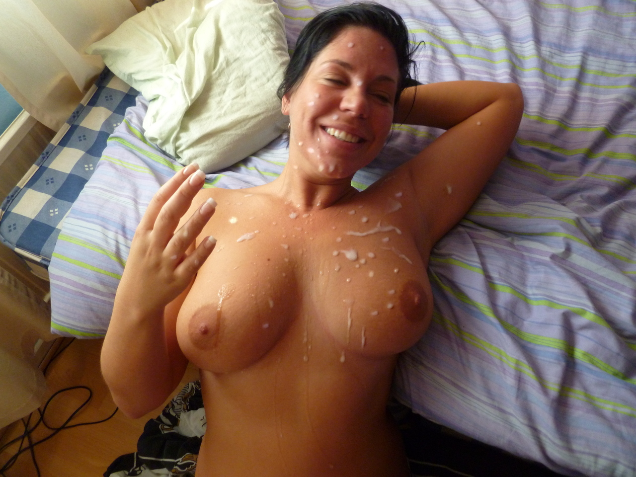Huge Cumshot Between Tits