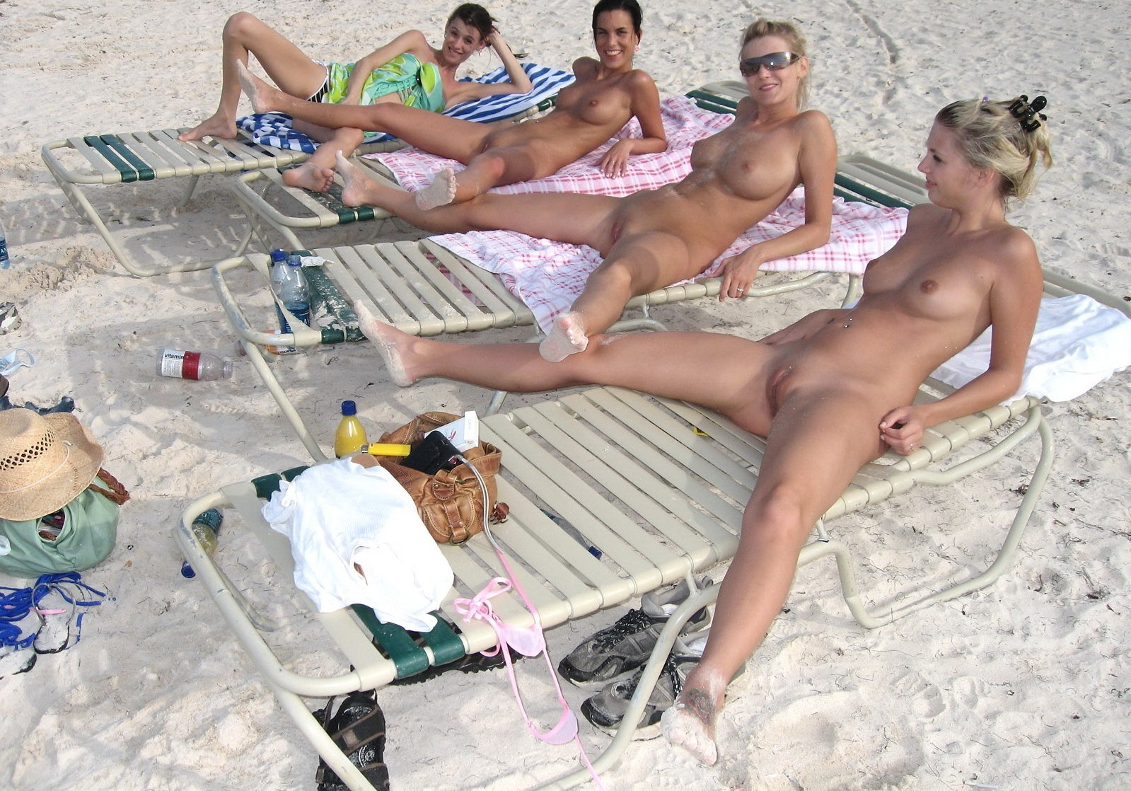 ON-THE-BEACH-amateur-flashing-voyeur-flash-public-1.jpg ...