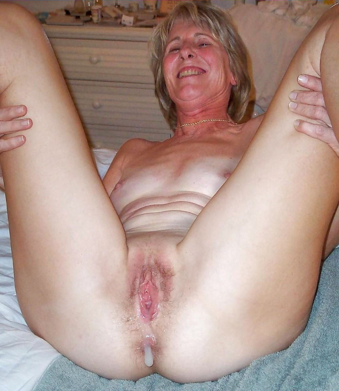Old lady creampie