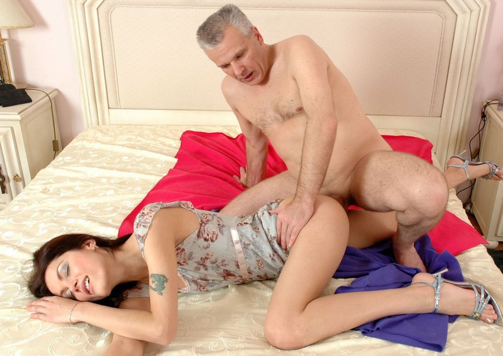 Horny young babe gives an old guy nice oral