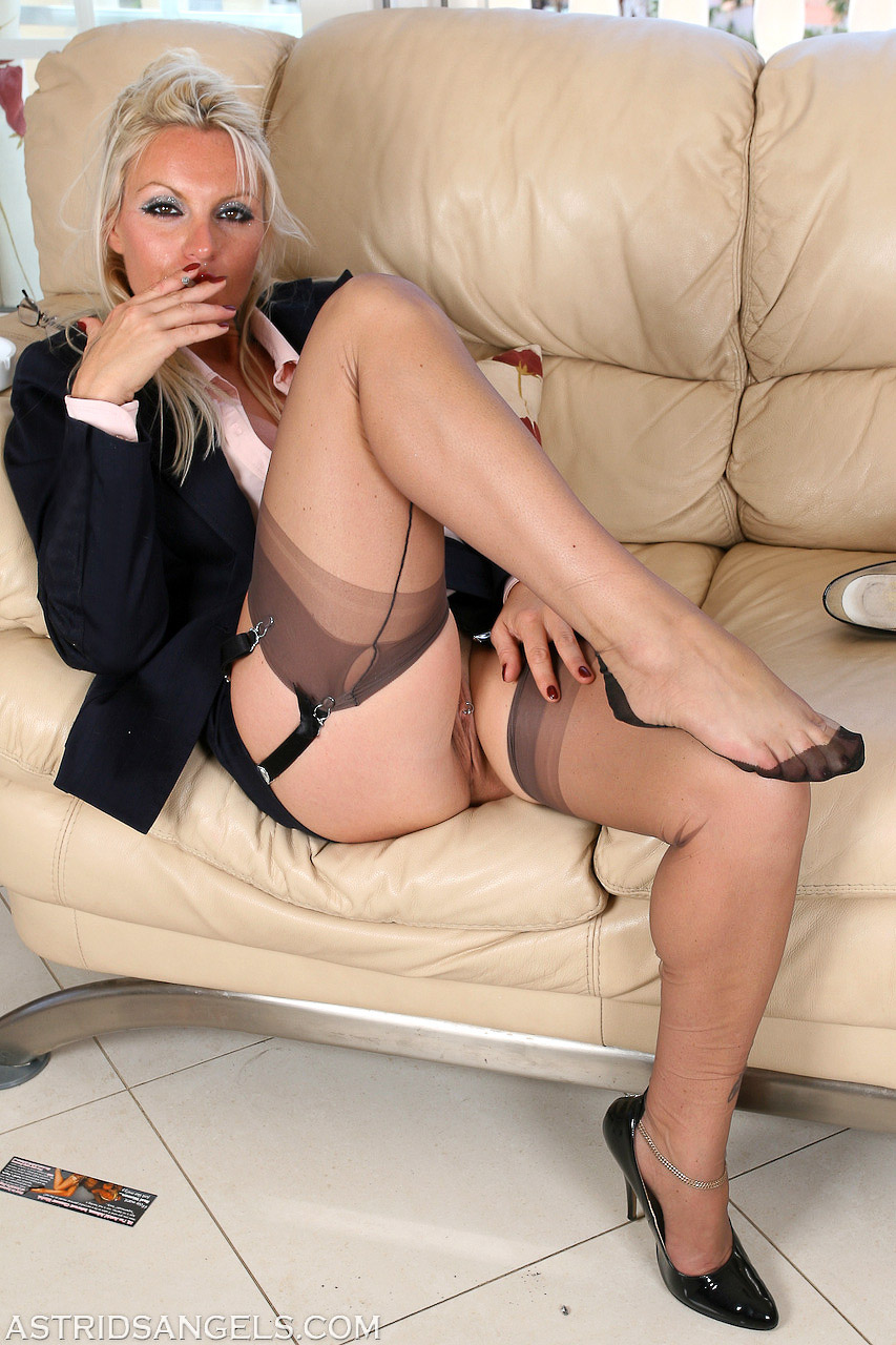 For mature slut in high heels