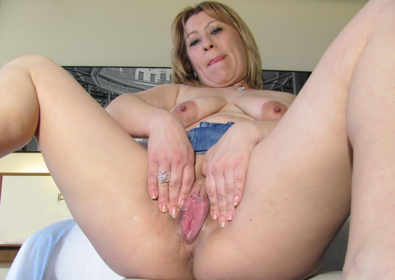 pussy milfs showing