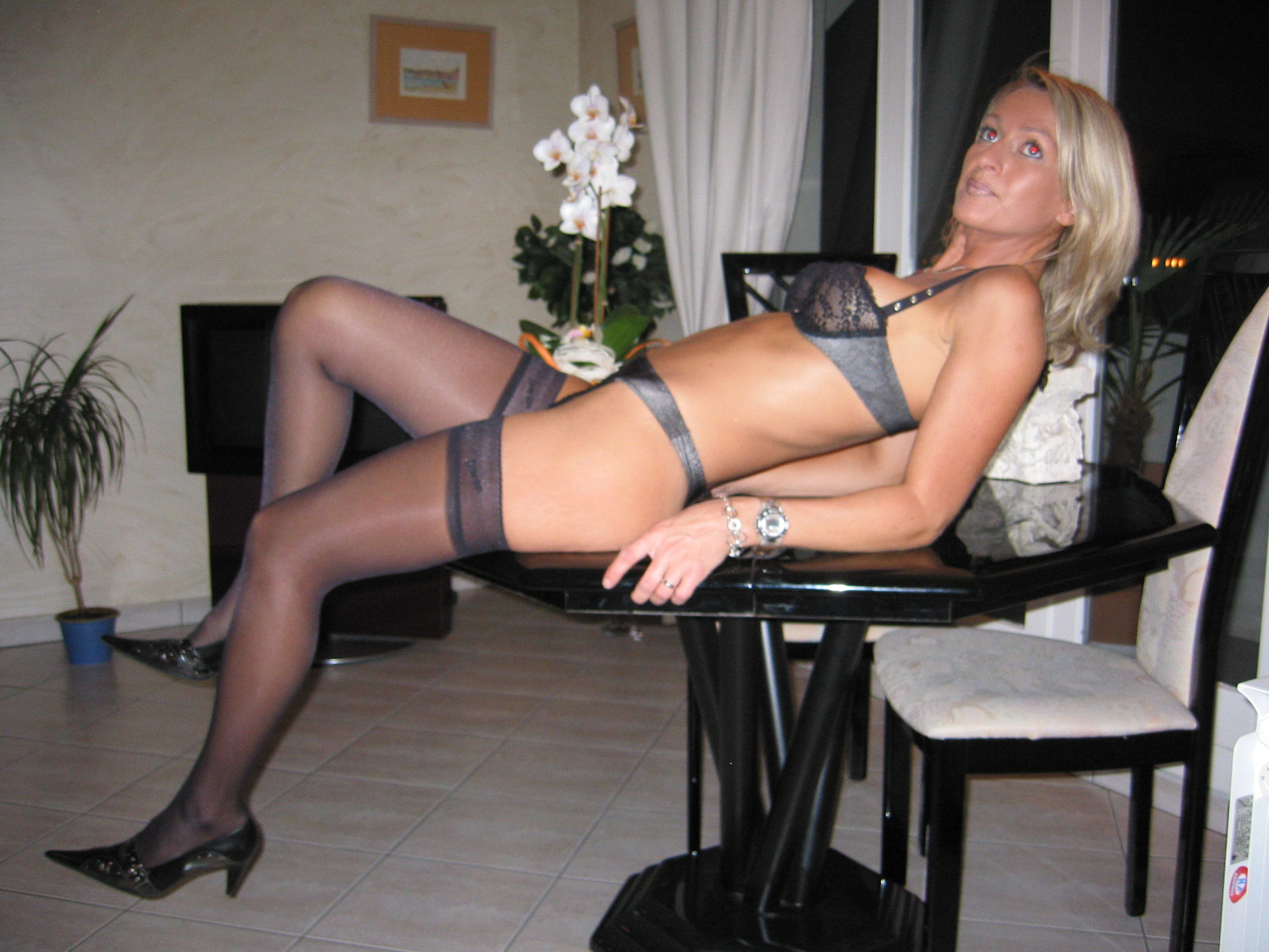 French amateur exhib mature milf blonde
