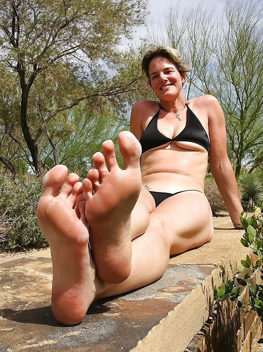 feet Mature milf