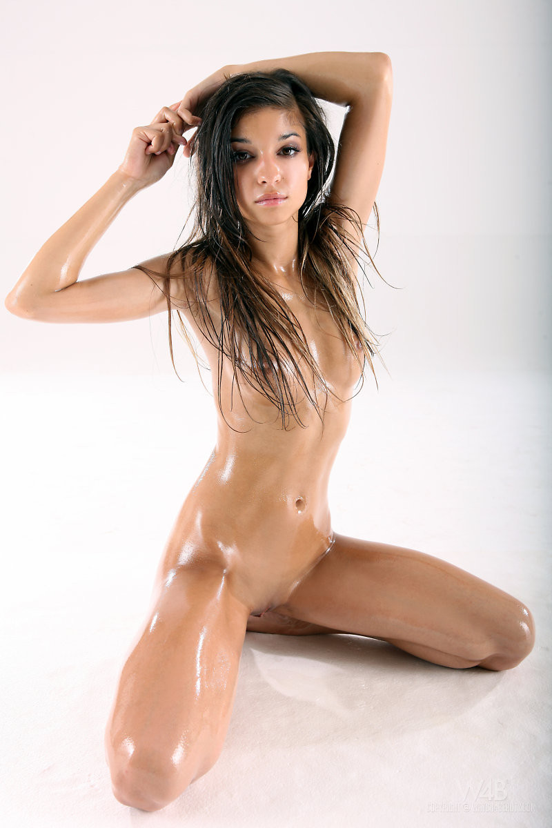 Sexy Oiled Up Teen