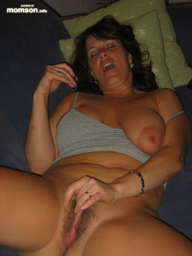 Hairy Amateur Mom Masturbation