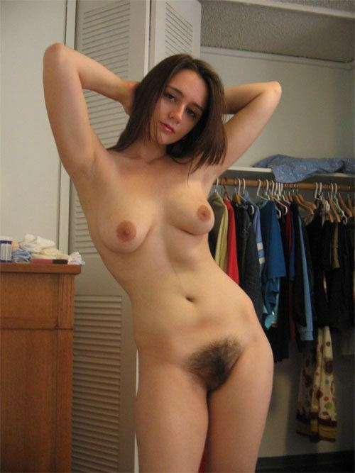 Real mom posing nude