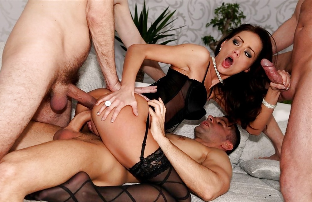 Double penetration with foxy stockings girl