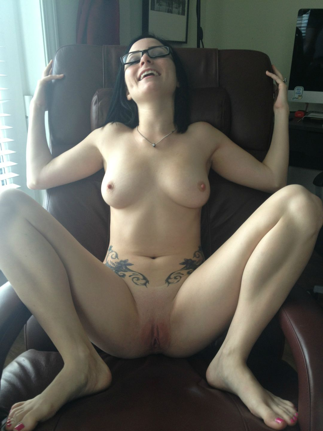 hot girl naked in the office
