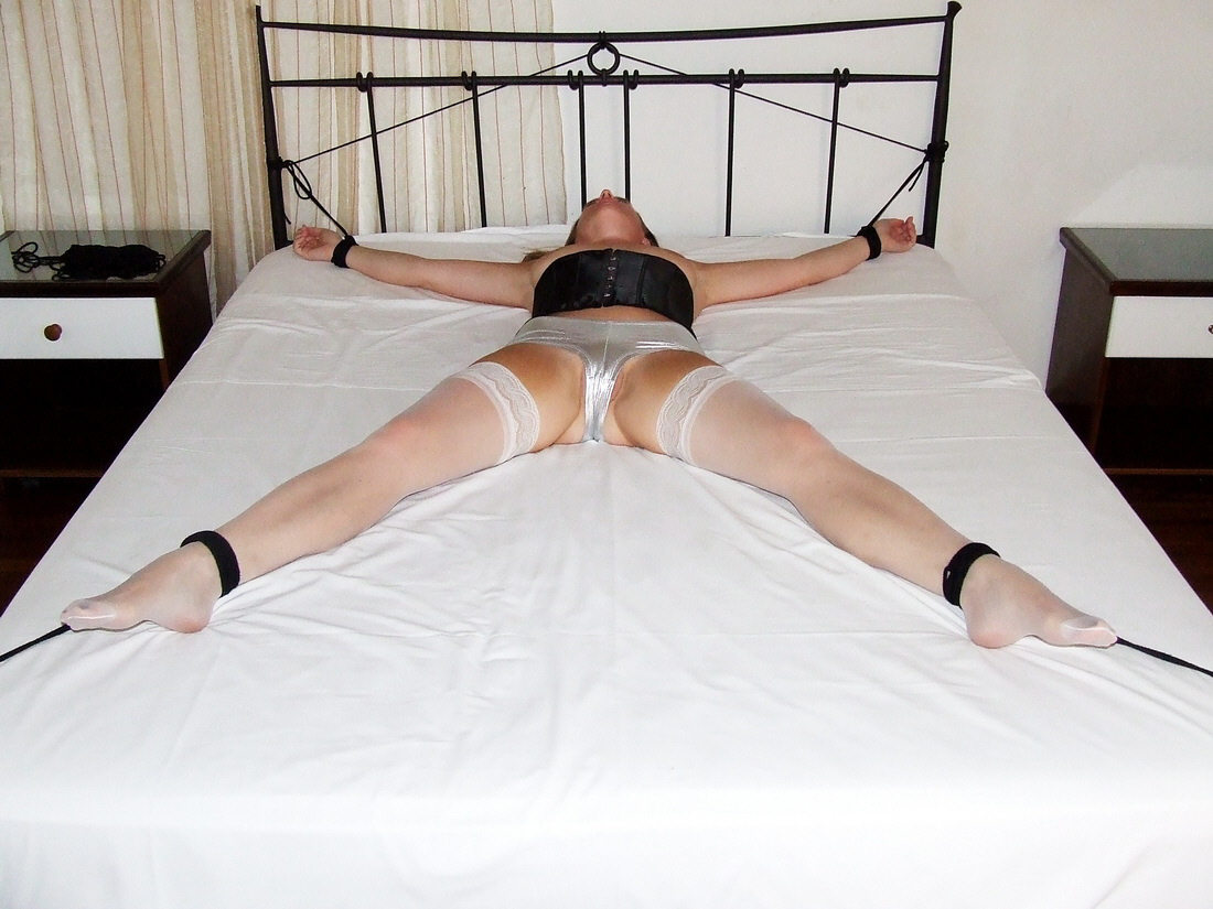 Spread eagle fuck on bed