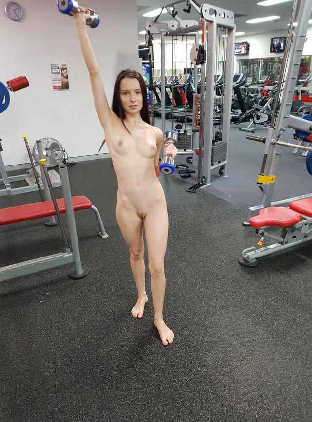 Nude gym video's