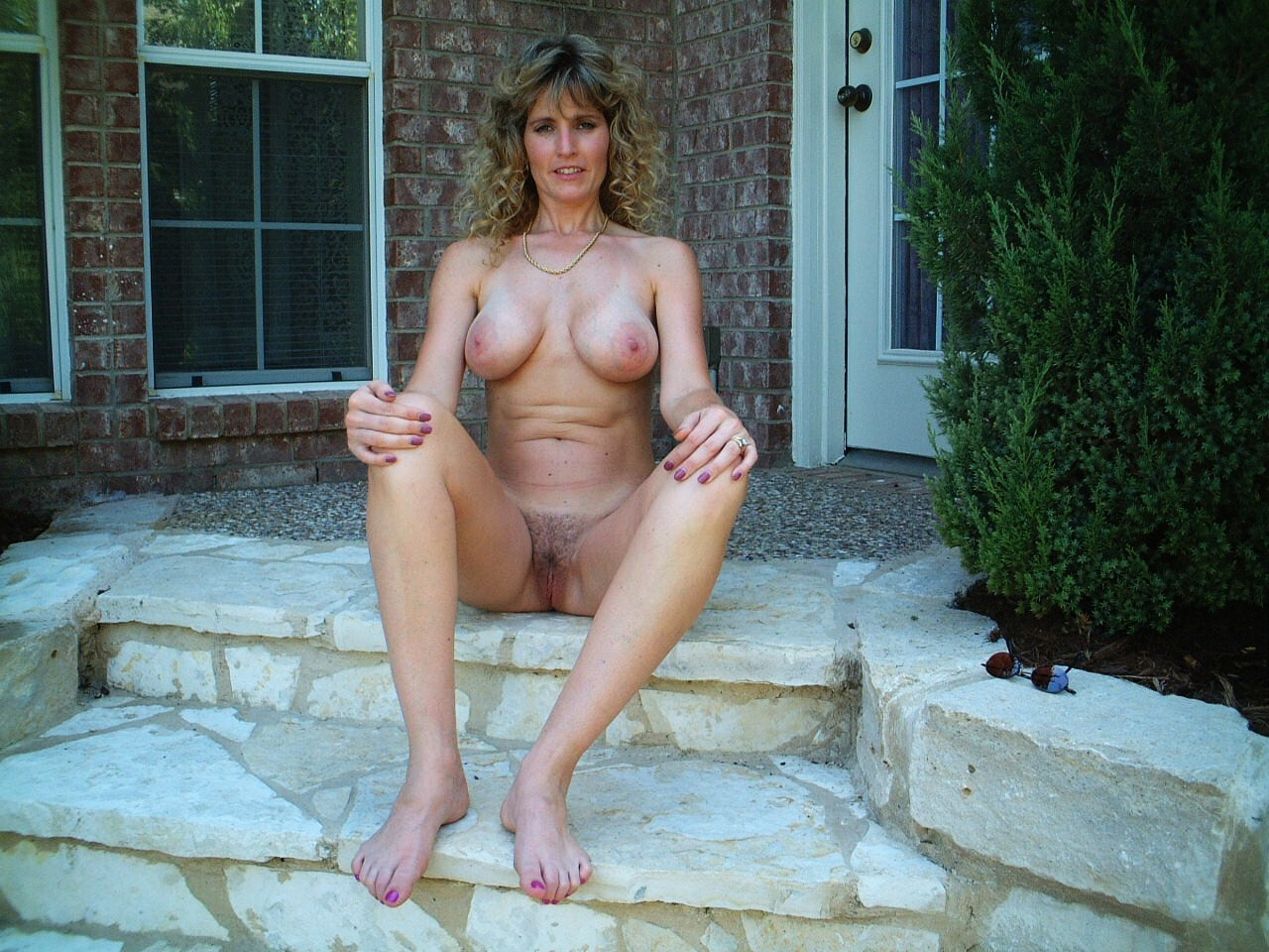house wife naked