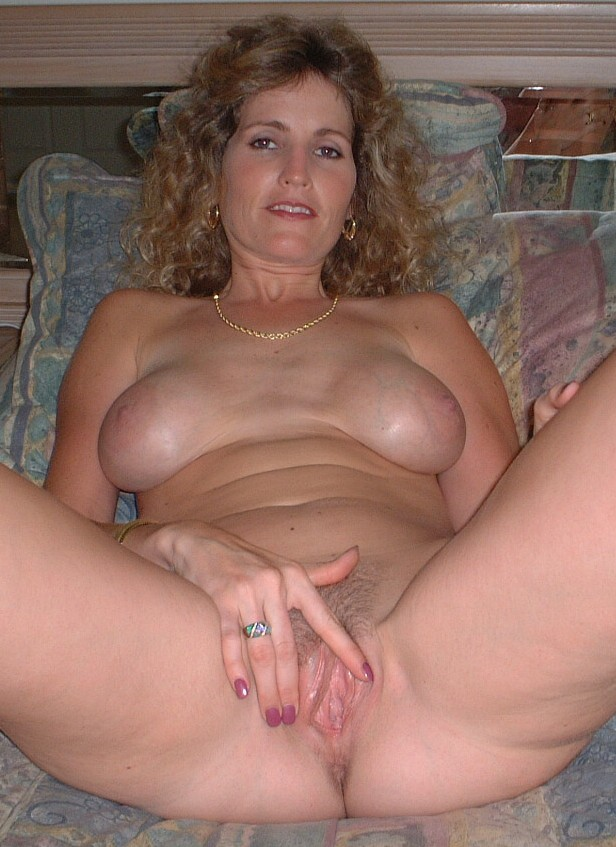 Amateur pussy naked gaping