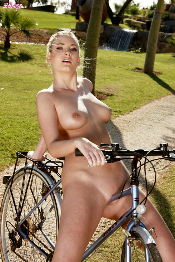 Girl nude on bicycle better