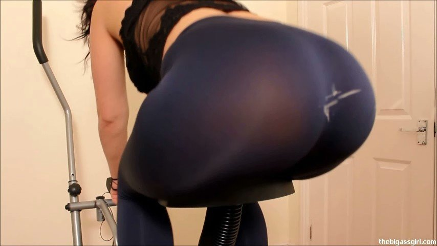 About one Cumshot on the front of her leggings