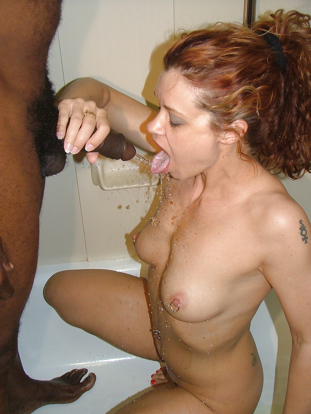 amateur-drink-golden-pee-shower-sexiest-indian-mothers-naked