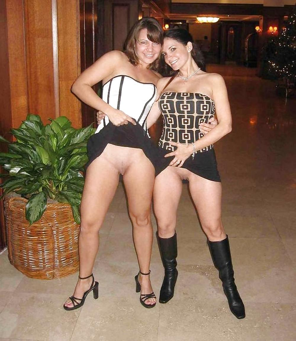 women shaking there big asses