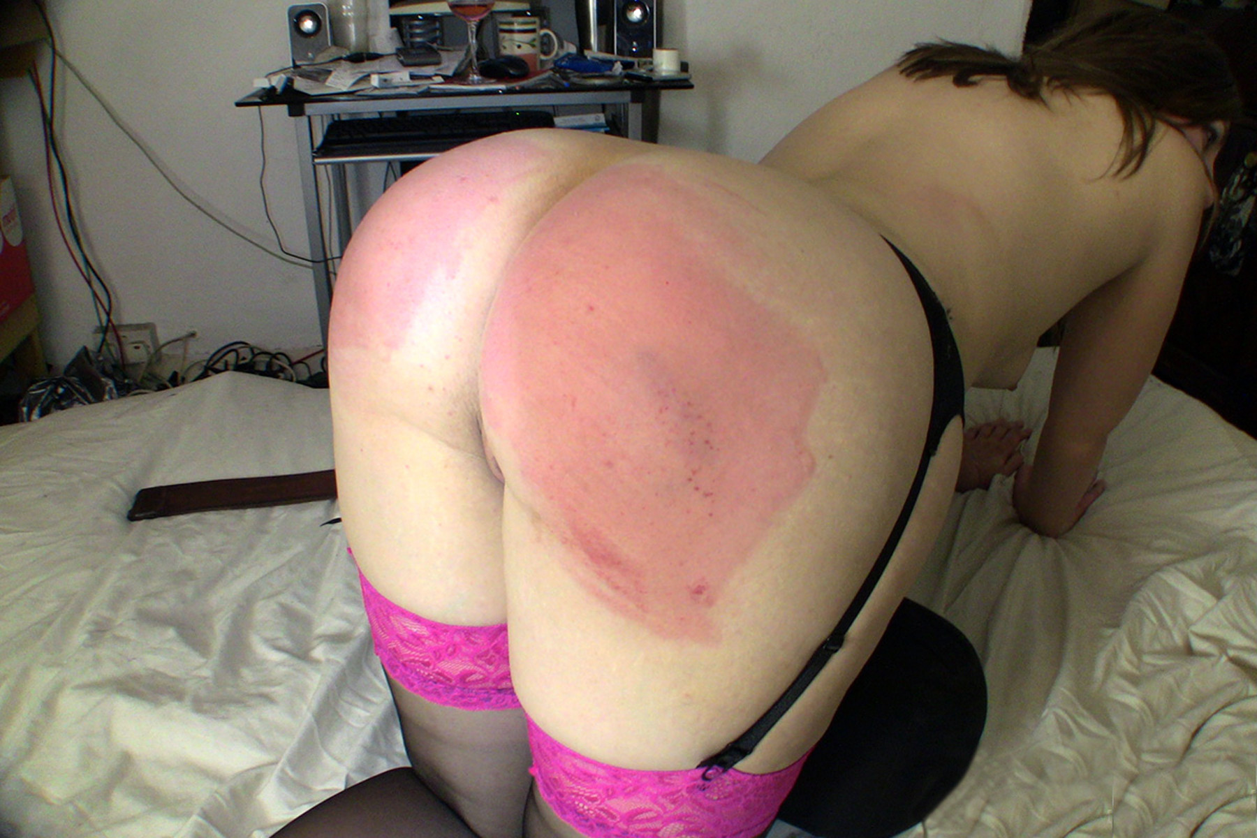free-trailer-women-spank-mens-butts-flat-chested-white