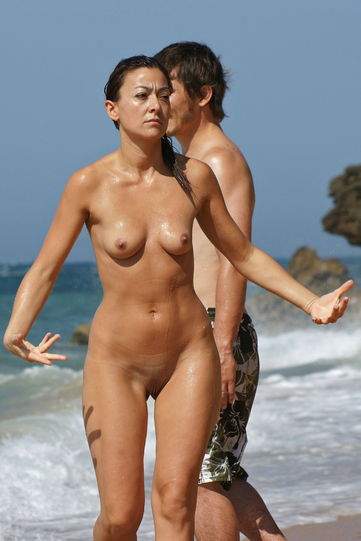 Pictures of nude women on the beach