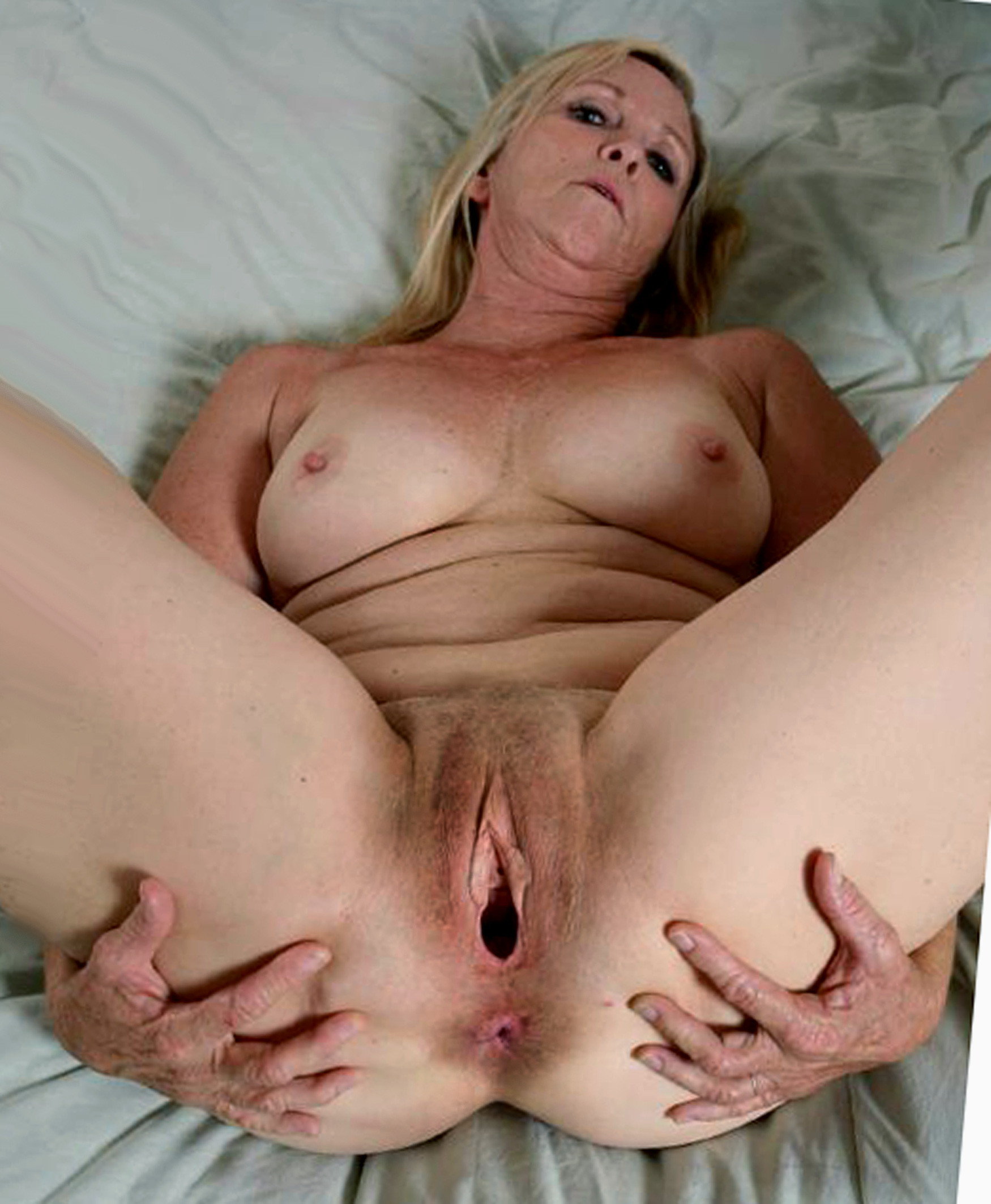 Old woman nude pussy open photo