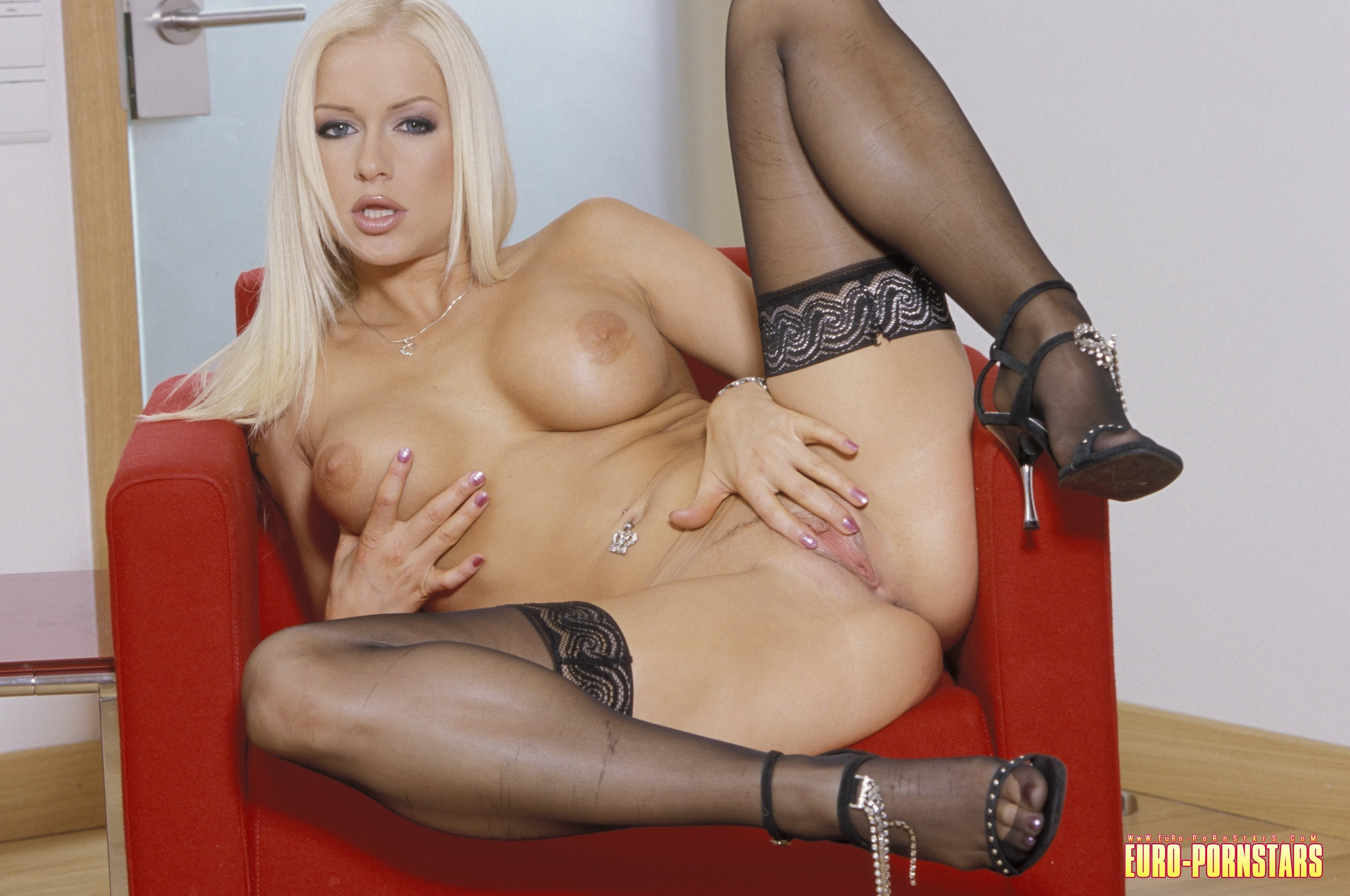 Silver nude stacy