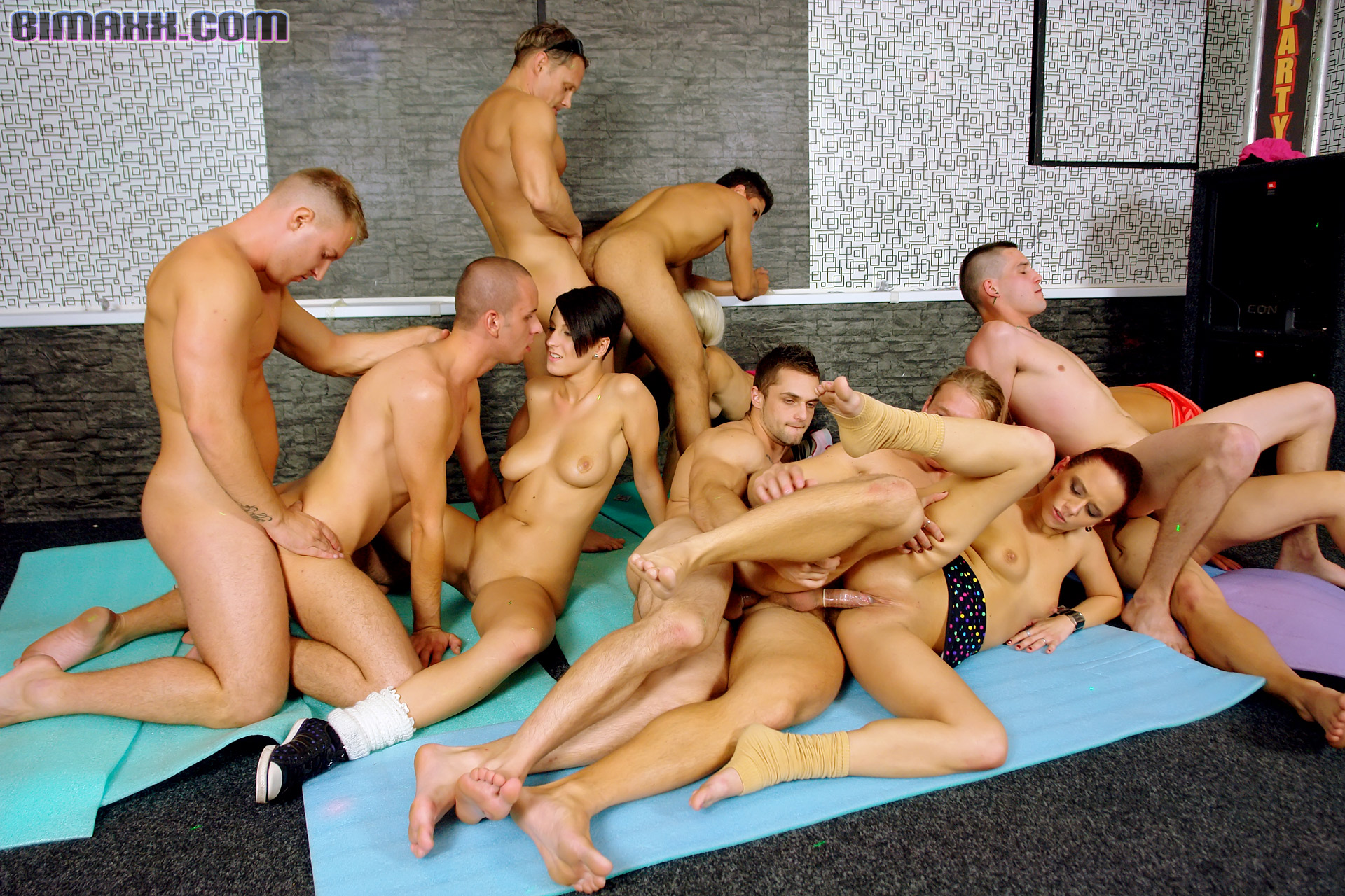 Large bisex orgy