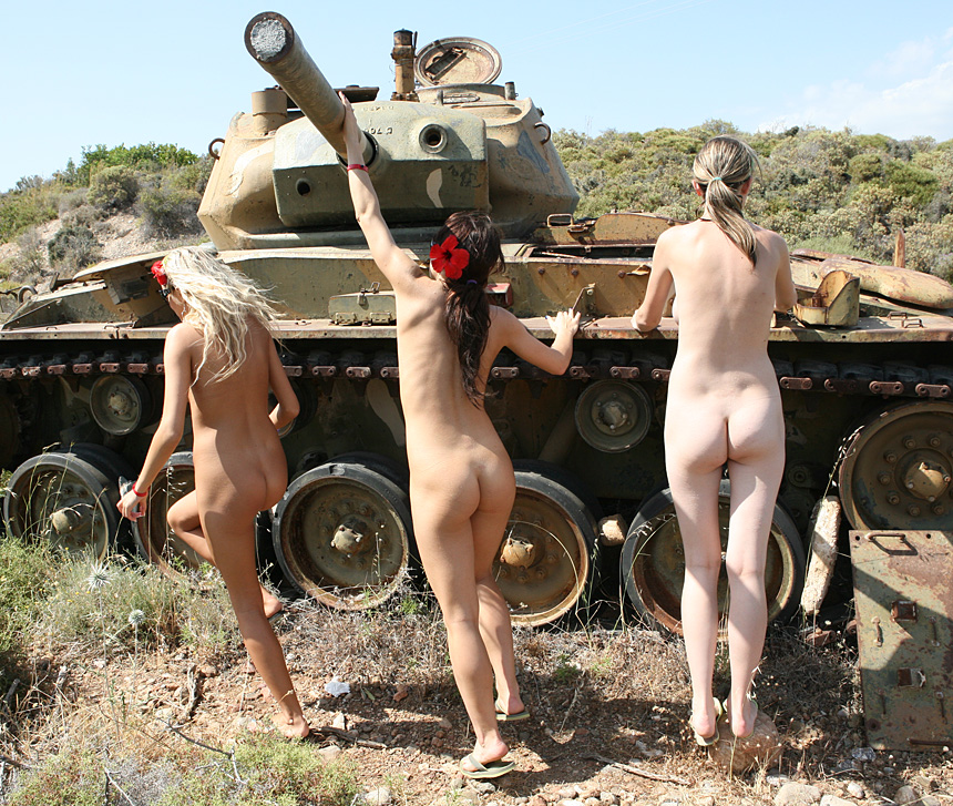 Free naked army chicks pics, haveing sex in a game