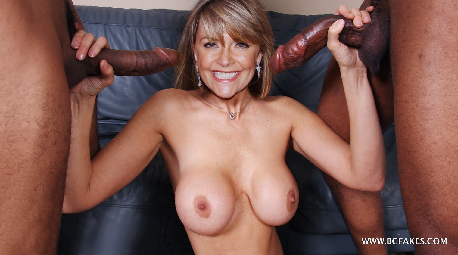 Amanda tapping totally naked enjoying showing her cute soft boobs