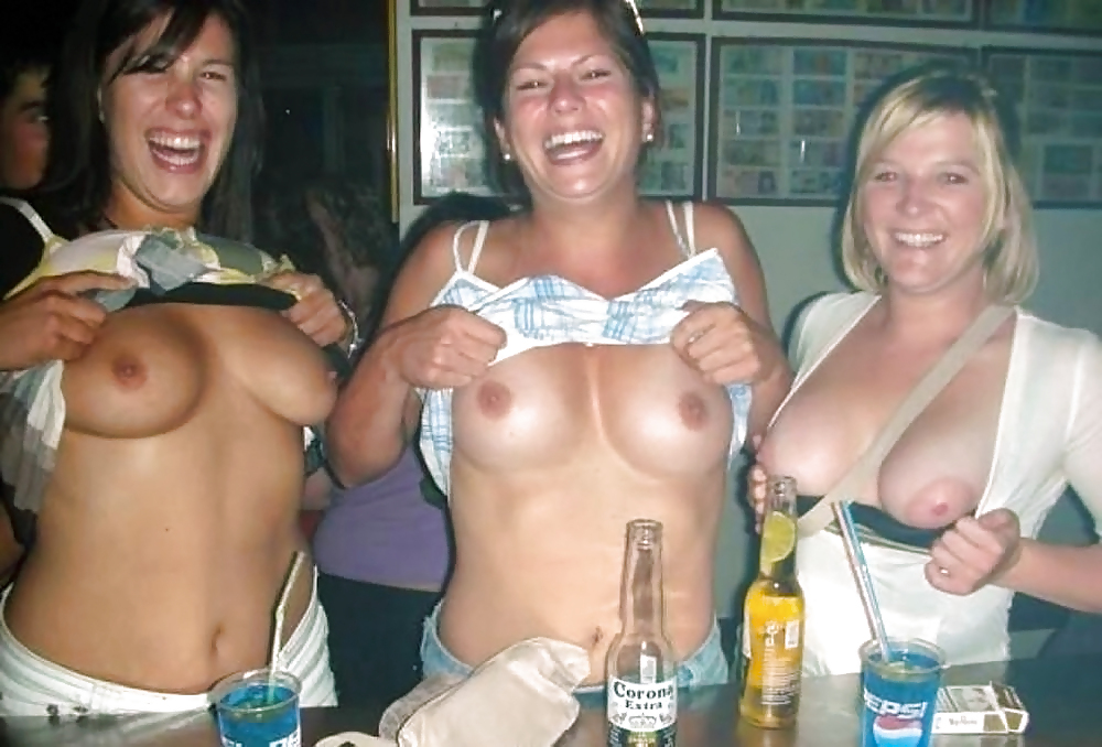 flashing their tits Girls