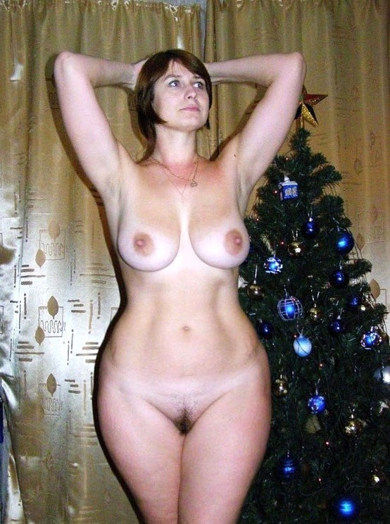 hips with wide Nude moms