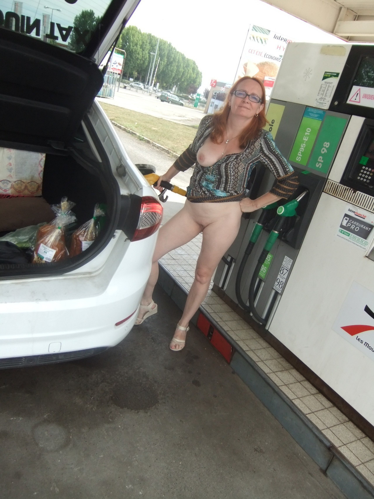 Flashing Tits While Pumping Gas Free Porn Pics Youporn