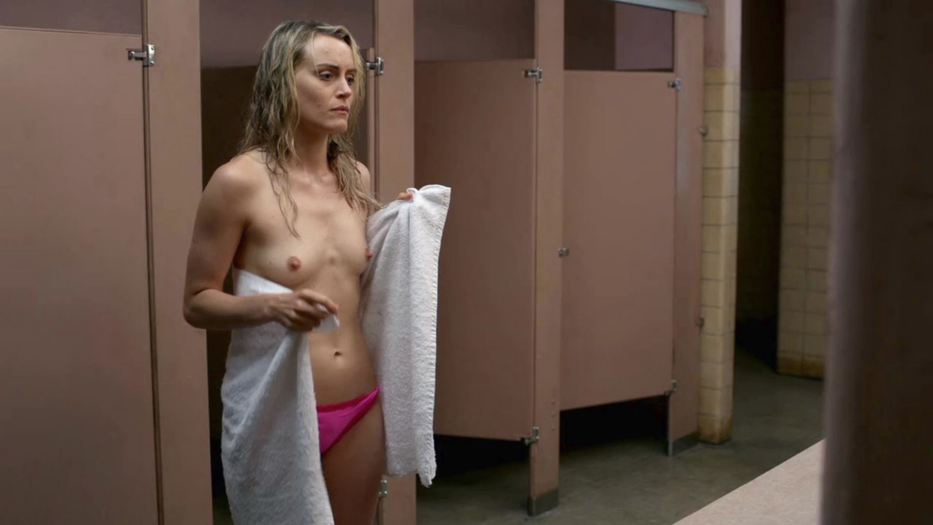 Schilling naked taylor Laura Prepon