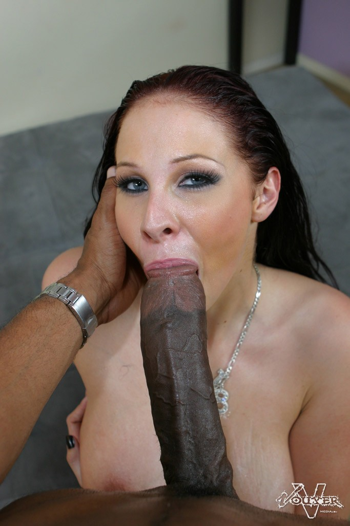 Gianna Shows How To Get Sexy On A Huge Cock