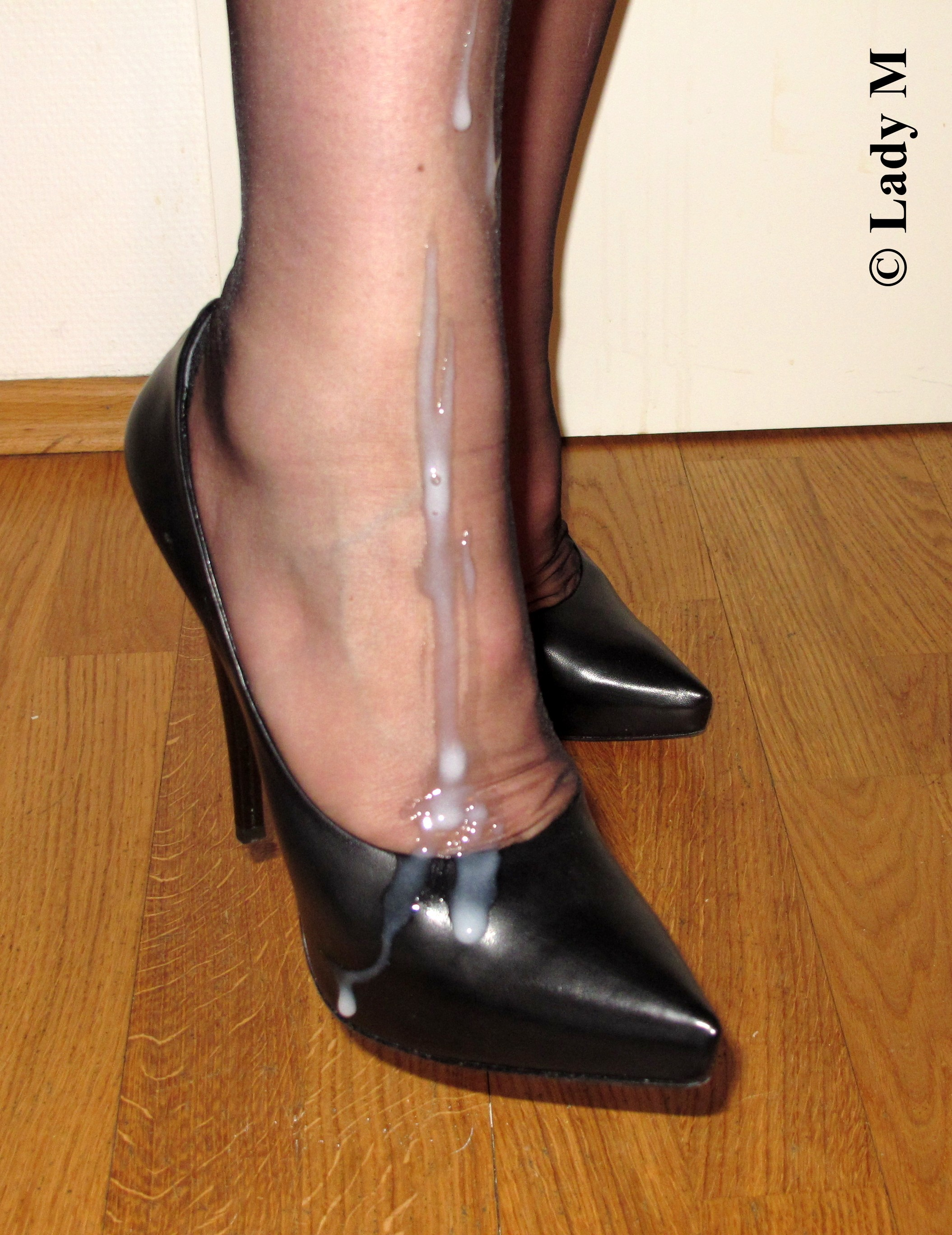 cum on shoes - jerk-your-cock-and-splash-your-cum-on-my-nylons-and-high-heels-2.jpg -  MOTHERLESS.COM