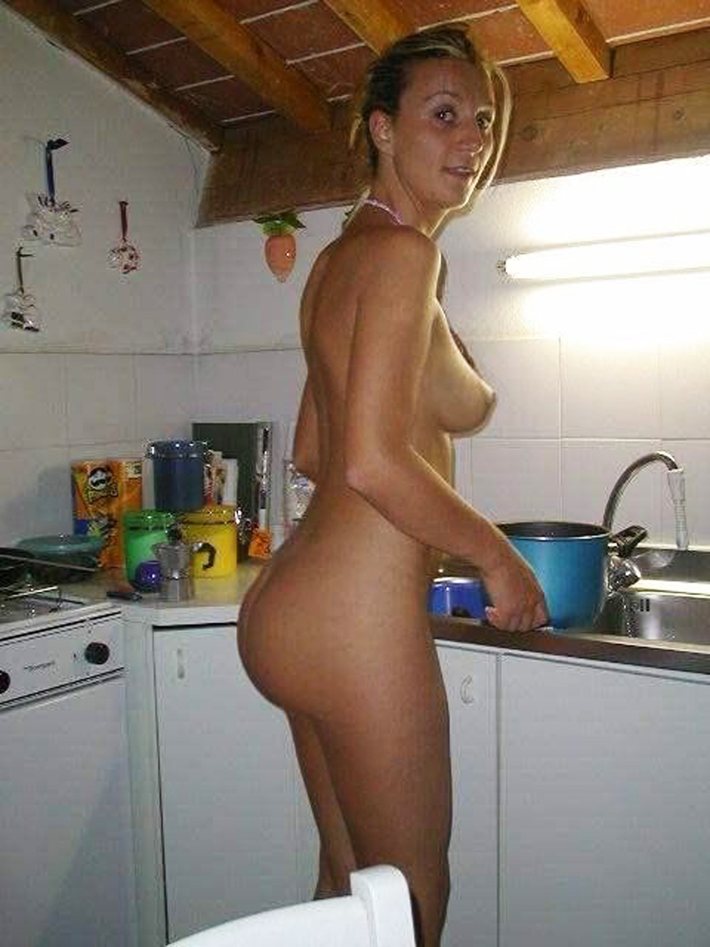 Kitchen Nude selfie