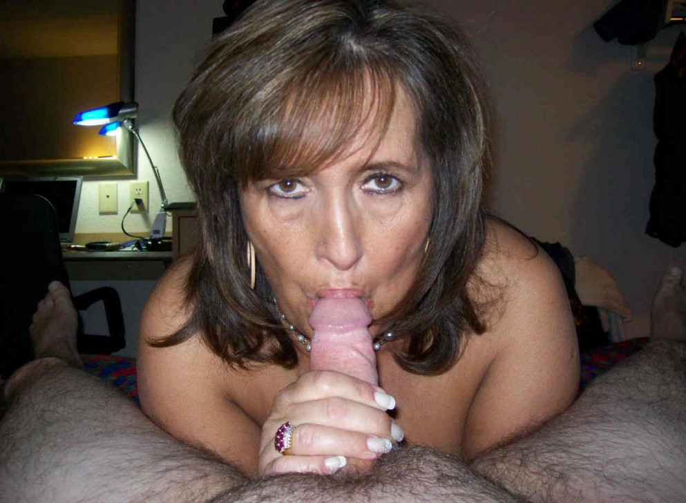 May milfs deep throuting cock