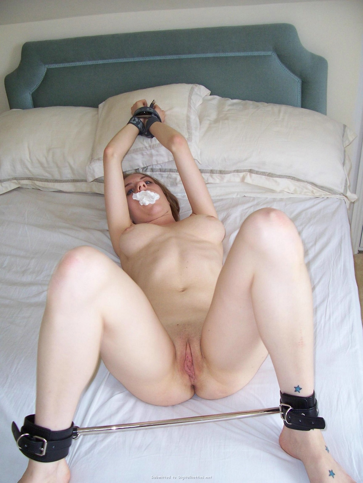 Girlfriend bed to nude tied My