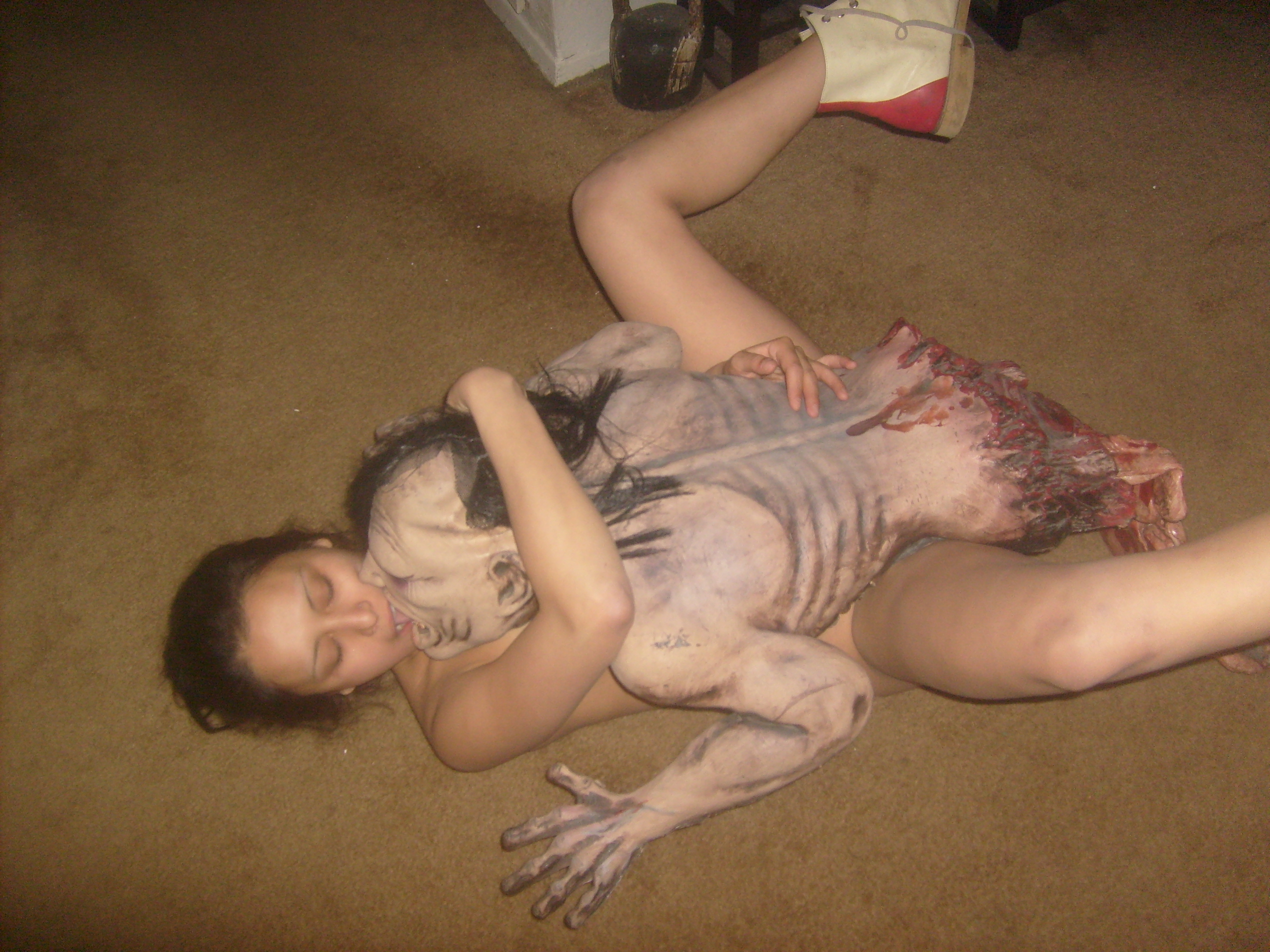 Nude zombie having sex and pictur