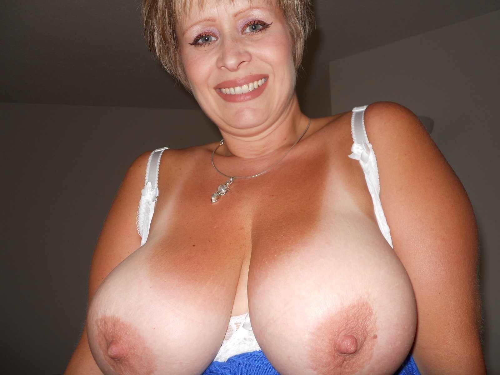 Amateur Brunette Wife Big Tits