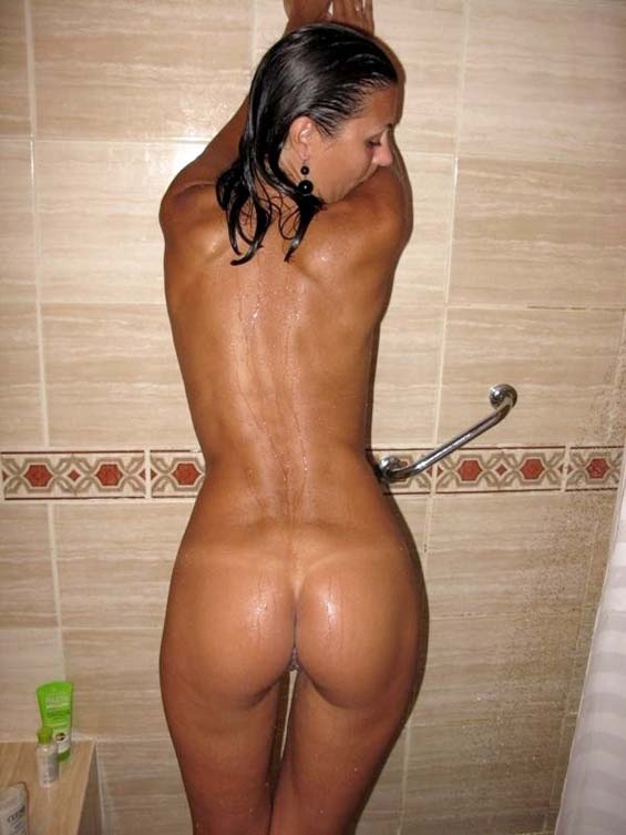 Hot chick nude in the shower