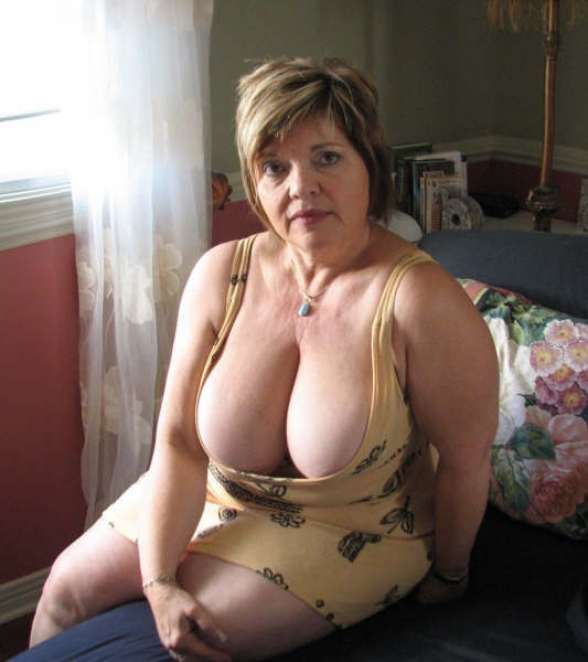 Mature cleavage porn pictures